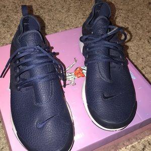 Navy blue Nike Presto